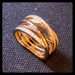 Twisted line statement ring